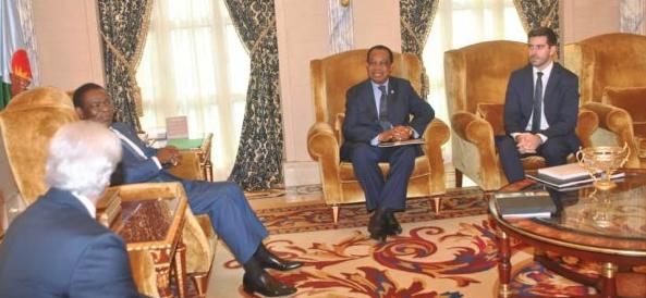 El Jefe de Estado recibe a un grupo de empresarios expertos en ferias internacionales