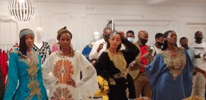 Exposición y venta de obras artísticas de Guinea Ecuatorial en la Casa Moda Lucas Escalada